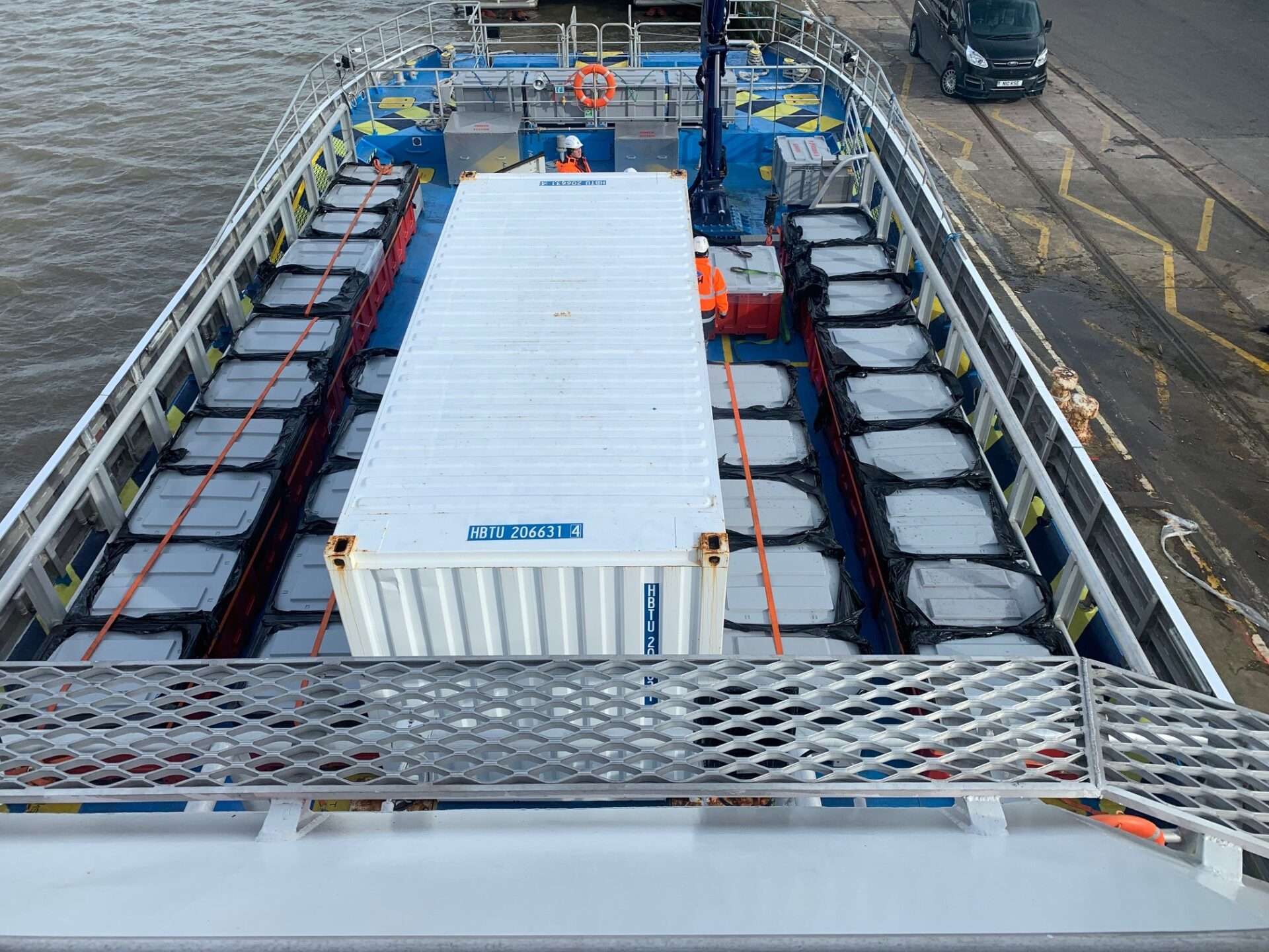 MHO ship - Cargo on deck